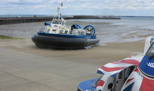 IMG_7259 - old & new hovercraft, Ryde Pier - 540